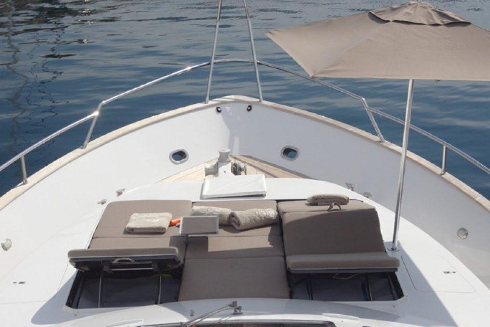 Bien estar yacht greece 76 feet luxury motor yacht for Motor boat rental greece