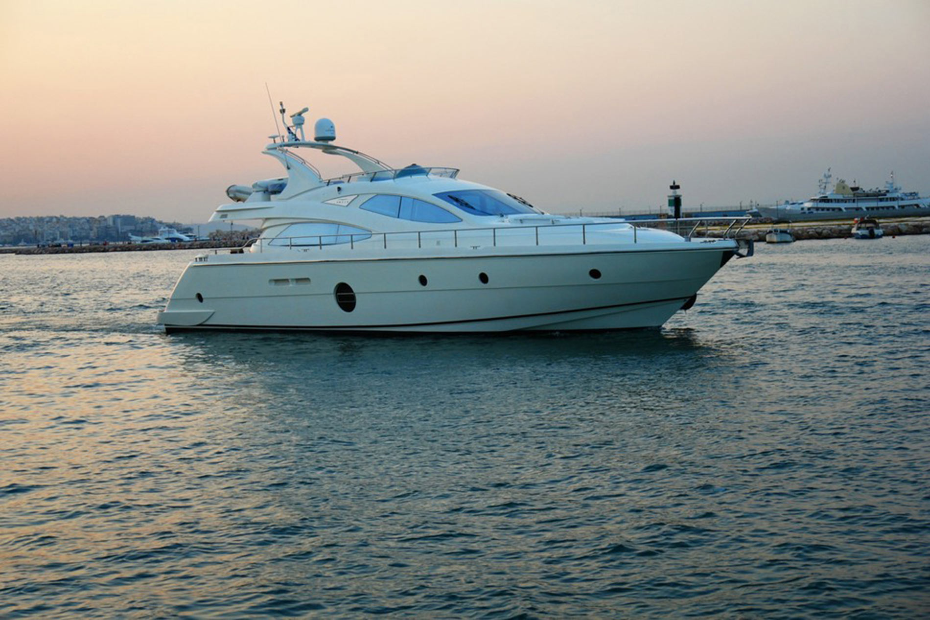 Full Size George V Aicon 64 Fly Luxury Motor Yacht Rent